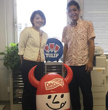 お客様の声「Tulip Food Company Japan様」ご担当者様と弊社担当営業の写真